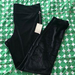 Stretch black velvet leggings